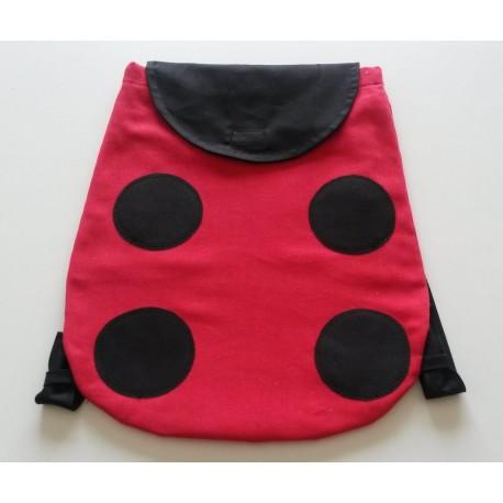 mochila roja mariquita